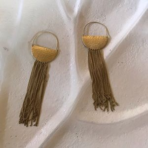 Jewelry - Gold dangle hook earrings